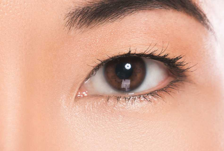 Woman with brown eyes